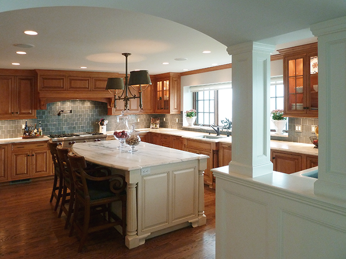 TRADITIONAL/COUNTRY KITCHENS